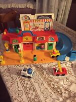 VINTAGE FISHER PRICE LITTLE PEOPLE MAIN STREET W/ACCESSORIES & Box
