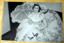 VERA LYNN HAND SIGNED AUTOGRAPH 12X8 PHOTO WWII FORCES SWEETHEART
