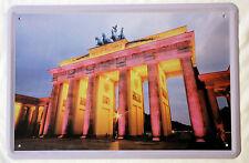Blechschild 20x30 cm Berlin Brandenburger Tor bei Nacht beleuchtet Metall Schild