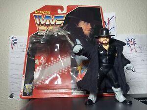 WWF The Undertaker Hasbro Series 8 1994 w CLOAK 100% MINT Card bubble included