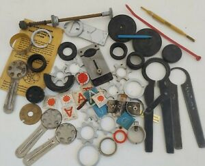 QW4: VINTAGE WATCHMAKERS LOT REPAIR TOOLS ACCUTRON BULOVA MORE CASE OPENER GROUP