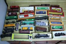 HO SCALE LOT OF 30 TRAIN CARS COLLECTION + NYC model engine