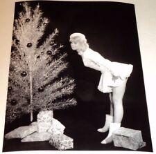 JULIE CHRISTIE /  LEGGY PIN-UP POSE /  8 x 10  B&W  PHOTO