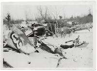 Reste eines sowjetischen Schlachtfliegers. Orig-Pressephoto, von 1943