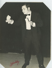 Géraldy, magician Vintage silver print Tirage argentique  17x22  Circa 196