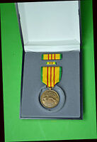 Vietnam Service Medal set with ribbon bar and lapel pin - Gift Presentation