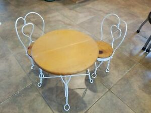 Childrens Ice Cream 14.5 In Table And 2 chairs