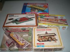 Lot of 5 HO scale Buildings / Structures / Accesories, NIB