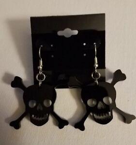 Skull and Crossbones -black- acrylic earrings