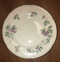 """Pfaltzgraff GRAPEVINE Stoneware 8 1/4"""" Salad / Dessert Plates (Set of 6)"""