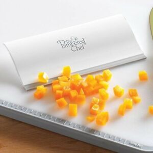 Pampered Chef HANDY SCRAPER #1615 - FREE SHIPPING - NEW IN PKG