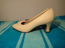 SALVATORE FERRAGAMO shoes suede,SZ 6 b beige pd