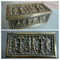 Coffret en bronze ancien avec décor Chérubins/angelots/Putti.