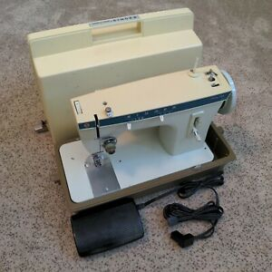 Singer Fashion Mate 257 Sewing Machine w/ Case & Pedal - for parts or repair