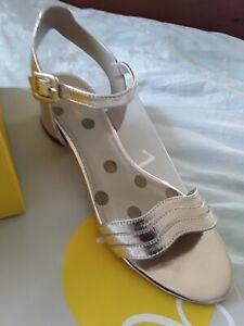Boden sandals size 5 Gold low heel (38)