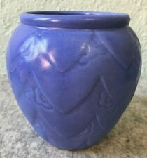 New listing Vintage Art Pottery Periwinkle Blue Vase Draped Peeking Daisy Usa Mark Abingdon?