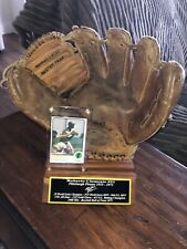 Roberto Clemente Vintage Baseball Glove with Stand, 1973 Original Topps Card
