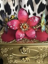 Betsey Johnson Hawaiian Luau Hawaii Hibiscus HUGE Acrylic Flower Bug Bracelet