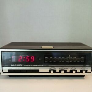 LLoyd's AM/FM Electronic Clock Radio Model J222B