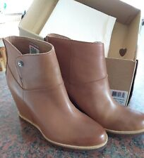 UGG Australia Amal Leather & Sheepskin Wedge Ankle Boots Size 5.5 Chestnut NWT