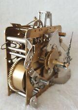 Hermle Orologio tedesco STAFFA MENSOLA PER MOVIMENTO 1977 con chiave, Mani vintage funzionante