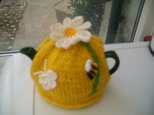 HAND KNITTED DAISY TEA COSY BEE BUTTERFLY  FOR A SMALL TEAPOT 1-2 CUP