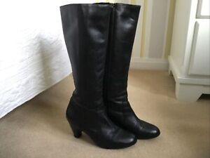 Ladies Size 7 Duo Boots