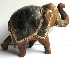 Sculpture bois et laiton avec os noir: Eléphant à la trompe levée, porte-bonheur