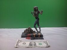 Iron Maiden Eddie from Killers Figure, Base, and Sign Spawn McFarlane Toys 2001