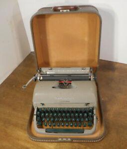 Vintage 1953 REMINGTON MIRACLE TAB QUIET-RITER Typewriter w/ Hard Case