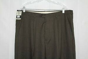 NWT HAGGAR Men's 40 X 32 Olive All Polyester Pleated Cuffed Stretch Dress Pants