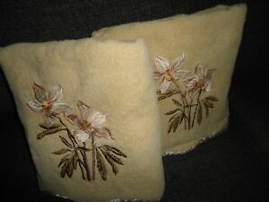 AVANTI TAN PINK GREEN FLORAL EMBROIDERED SCALLOPED (PAIR) BATH TOWELS 26 X 44