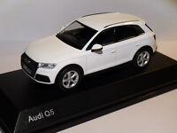 Audi Q5 2eme génération de  2017  au 1/43 de iScale