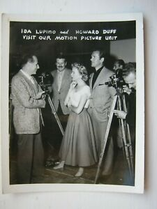 NICE OLD B/W PHOTO-IDA LUPINO AND HOWARD DUFF VISIT OUR MOTION PICTURE UNIT.