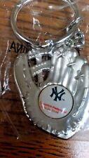 MLB NEW YORK YANKEES CATCHERS MITT KEY CHAIN BRAND NEW