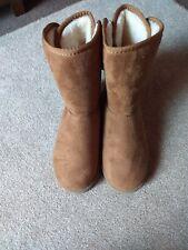 Ladies boots size 5 new