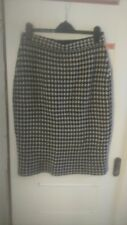 Cauntry Casuals ladies woolen skirt,size L,no tag, new