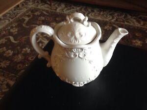 porcelain   Tea Pot  Kettle  White  1.5 L