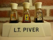 ANCIEN PRESENTOIR L.T. PIVER AVEC 3 PARFUMS INCLINATION  POMPEIA CUIR DE RUSSIE