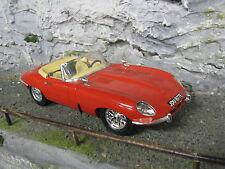 Bburago Jaguar E-Type Cabriolet 1961 1:18 Red