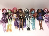 Monster High Doll Lot Of 8 With Clothes 1 Missing Hand
