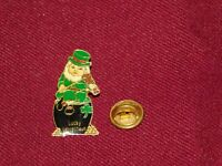 VINTAGE PIN PINBACK IRISH LUCKY LEPRECHAUN