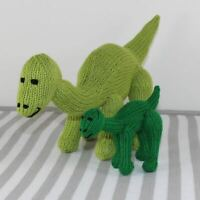 PRINTED INSTRUCTIONS-CUTE MOTHER AND BABY TOY DINOSAURS ANIMAL KNITTING PATTERN