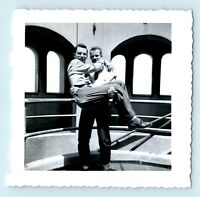 MAN CARRYING FRIEND - FUNNY CANDID VERNCACULAR VTG PHOTO SNAPSHOT