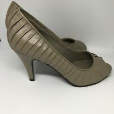 Sandler Size 7.5 Heels Tan Bone Ruffle Peep Toe