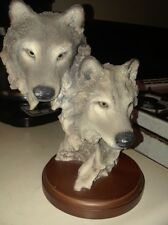 Large Wolf Head Bust With 2 Wolves Figurine.   Very nice craftsmanship!