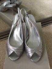 Duna Davina Fruncido Plata ESLINGA vuelta Zapatos Taco Aguja Taco Alto Size UK 4 (37)