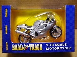 MAISTO Road & Track - 1/18 Scale Motorcycle Silver Triumph Daytona 955i replica