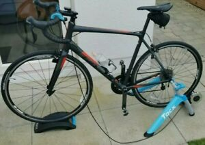 Tacx Satori Smart Turbo Trainer - Blue (T2400), used twice only, Great condition
