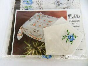 MALLORCA VINTAGE 70 x 70 TEA TABLE CLOTH  RETRO BLUE FLOWER & KNAPKIN NEW